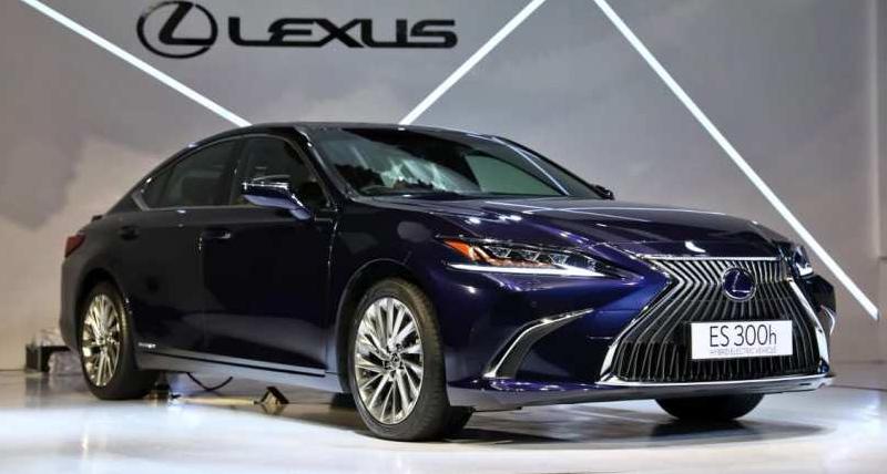 Lexus ने Hybrid Electric Sedan कार उतारी, कीमत...