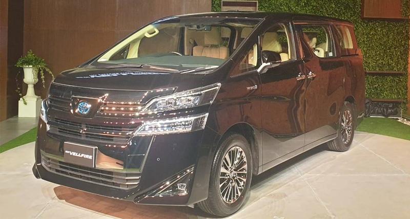 Toyota Vellfire Luxury MPV भारत में लॉन्च, ये है कीमत और फीचर्स