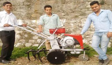 स्कूटर के इंजन से बनाया ट्रैक्टर, लागत 25 हजार रुपए