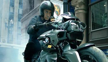 आमिर खान की Dhoom-3 बाइक के बारे में जानना चाहेंगे आप ....