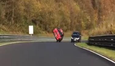2 पहियों पर बना Mini Cooper का World Record, वीडियो देखें