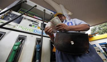 पेट्रोल 1.29 रुपये, डीजल 97 पैसे महंगा