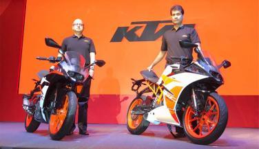 पहले से स्टाइलिश है KTM की नई RC रैंज, जानें कीमत