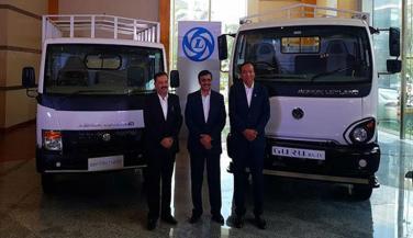 Ashok Leyland ने उतारे गुरू और पार्टनर ट्रक