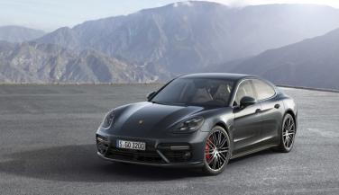 रफ्तार की बादशाह है Porsche Panamera, टाॅप स्पीड 306 kmph