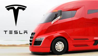 Tesla Motors is in the process of bringing the Semi Truck soon. Its a semi truck with lots of luxury features - Trucks News in Hindi