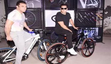 Salman Khan ने लाॅन्च की यह स्पेशल ई-साइकिल
