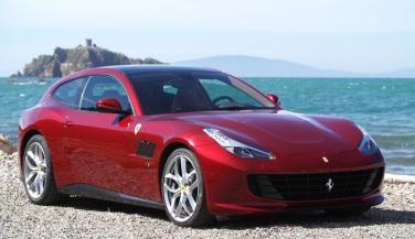 कुछ खास है Ferrari कीGTC4Lusso लग्ज़री कार