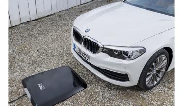 BMW ने इलेक्ट्रिक कार्स के लिए लॉन्च किया दुनिया का पहला वायरलैस चार्जिंग