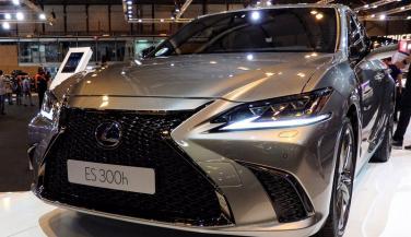 Lexus ने भारत में लॉन्च की ES300h, कीमत...