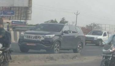 महिंद्रा की नई XUV 700 SUV हुई स्पॉट