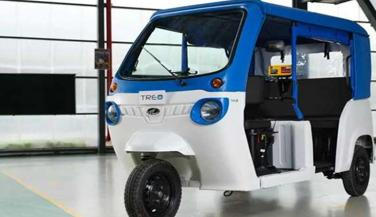 महिंद्रा ने लॉन्च किया देश का पहला इलेक्ट्रिक ऑटो, कीमत 2.22 लाख रुपए...