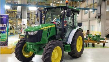 John Deere launches smallest tractor 3028 EN in India - Tractors News in Hindi