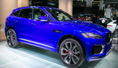 Jaguar ने Reveal किया पहला Crossover F-Pace
