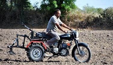 राॅयल एनफिल्ड को माॅडिफाय कर बनाया ट्रैक्टर, अब जाएगा अफ्रीका
