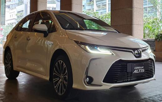 Toyota की कारों पर भारी डिस्काउंट, 1.50 लाख की छूट के साथ अवलेबल है Corolla Altis